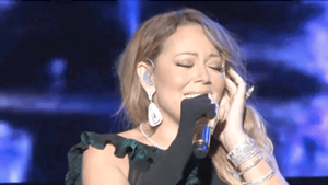 Mariah-Carey-fails-to-Lip-Sync-for-her-life-at-Jazz-and-Blues-Festival-VIDEO