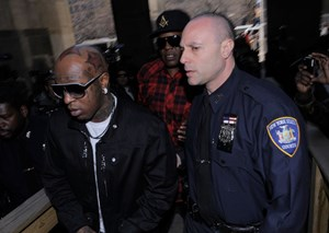 Lil_Wayne_Arrives_Court_Weapon_Charges_ssC4LKW_6fAl
